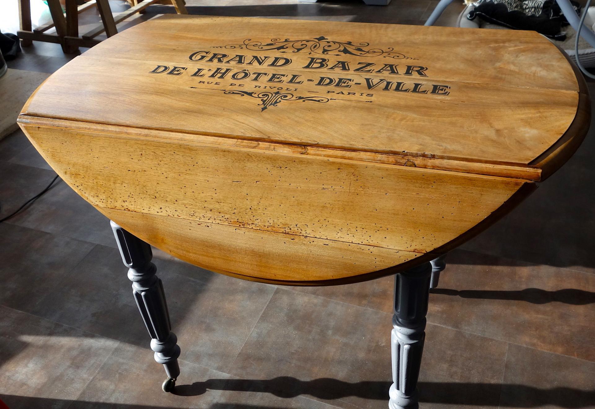 Table ronde relook bazar h tel de ville vernis noyer - Relooker table ronde bois ...